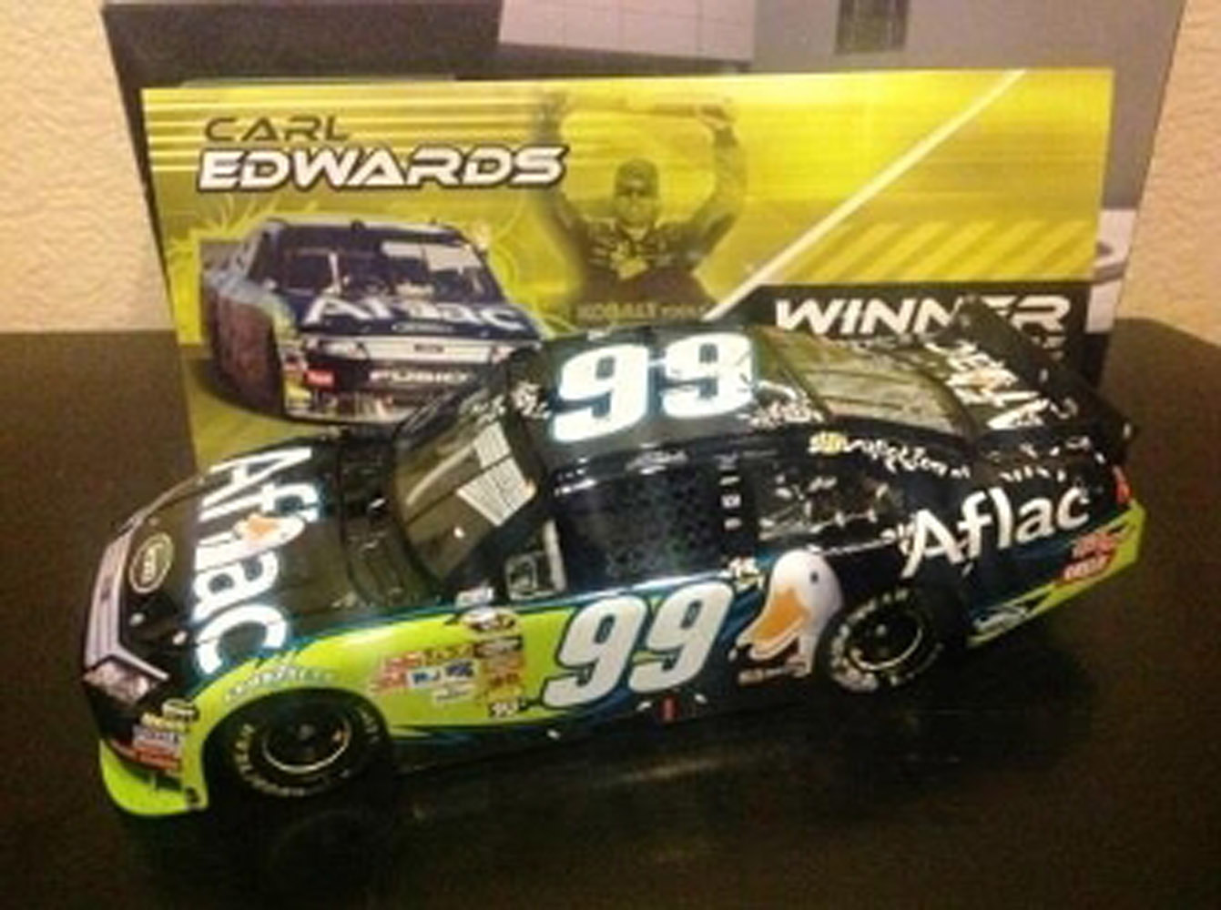 2010 Carl Edwards #99 Aflac Phoenix Raced Win 1/24 Diecast Car